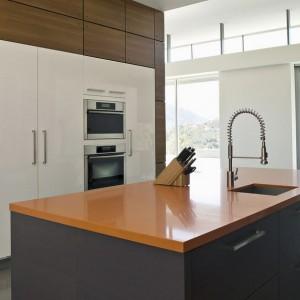 Краска или обои для стен на кухне? Что лучше?