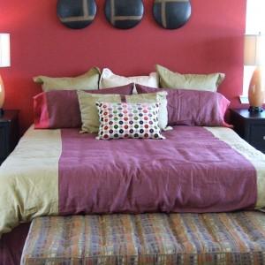 Узкая спальня. Как правильно организовать пространство?